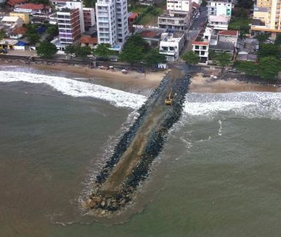 A mole, or jetty, in Piçarras – by Tiago Baltt